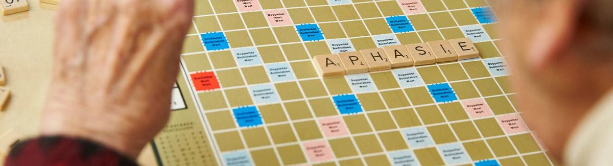 Scrabble – es wird das Wort Aphasie gelegt